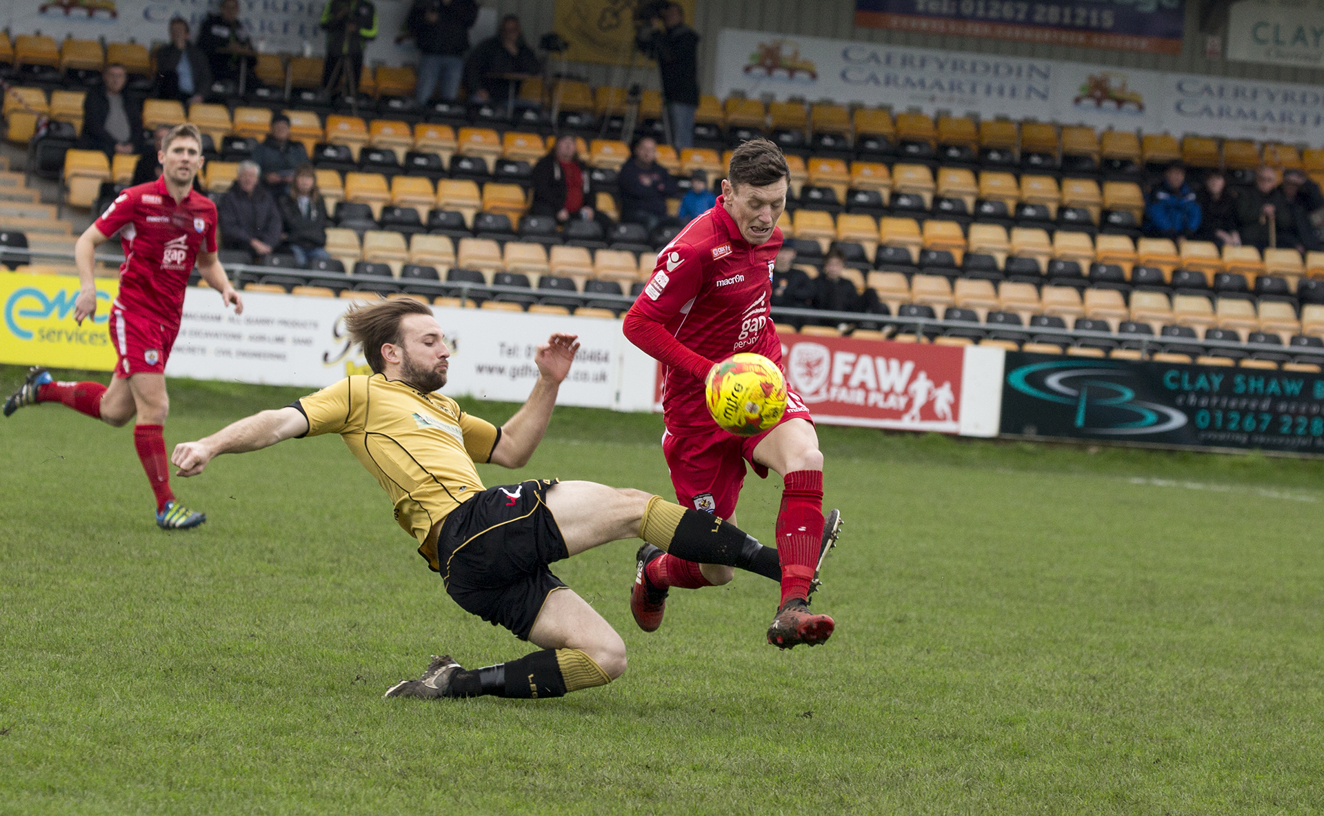 Sean Smith on the attack for The Nomads - © NCM Media