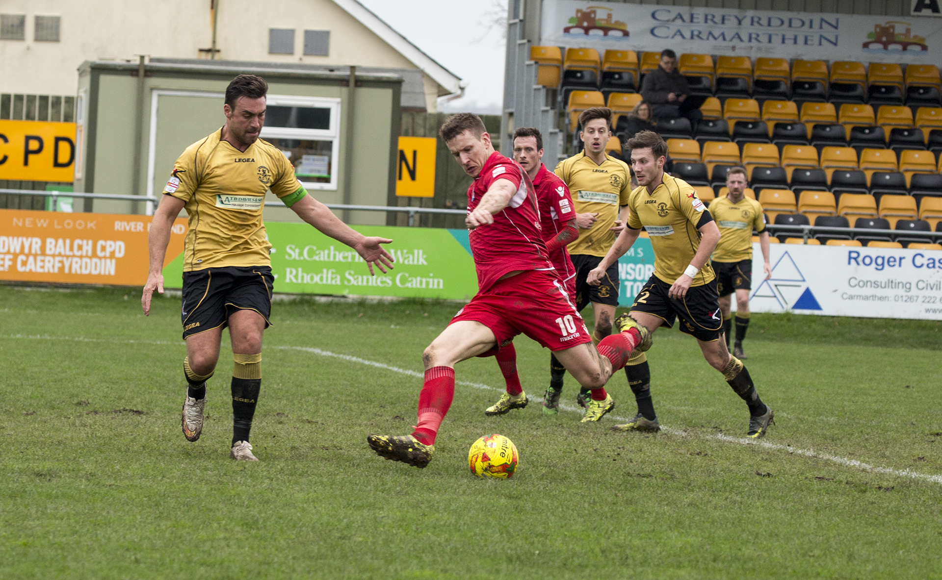 Les Davies takes a shot which hits the post - © NCM Media