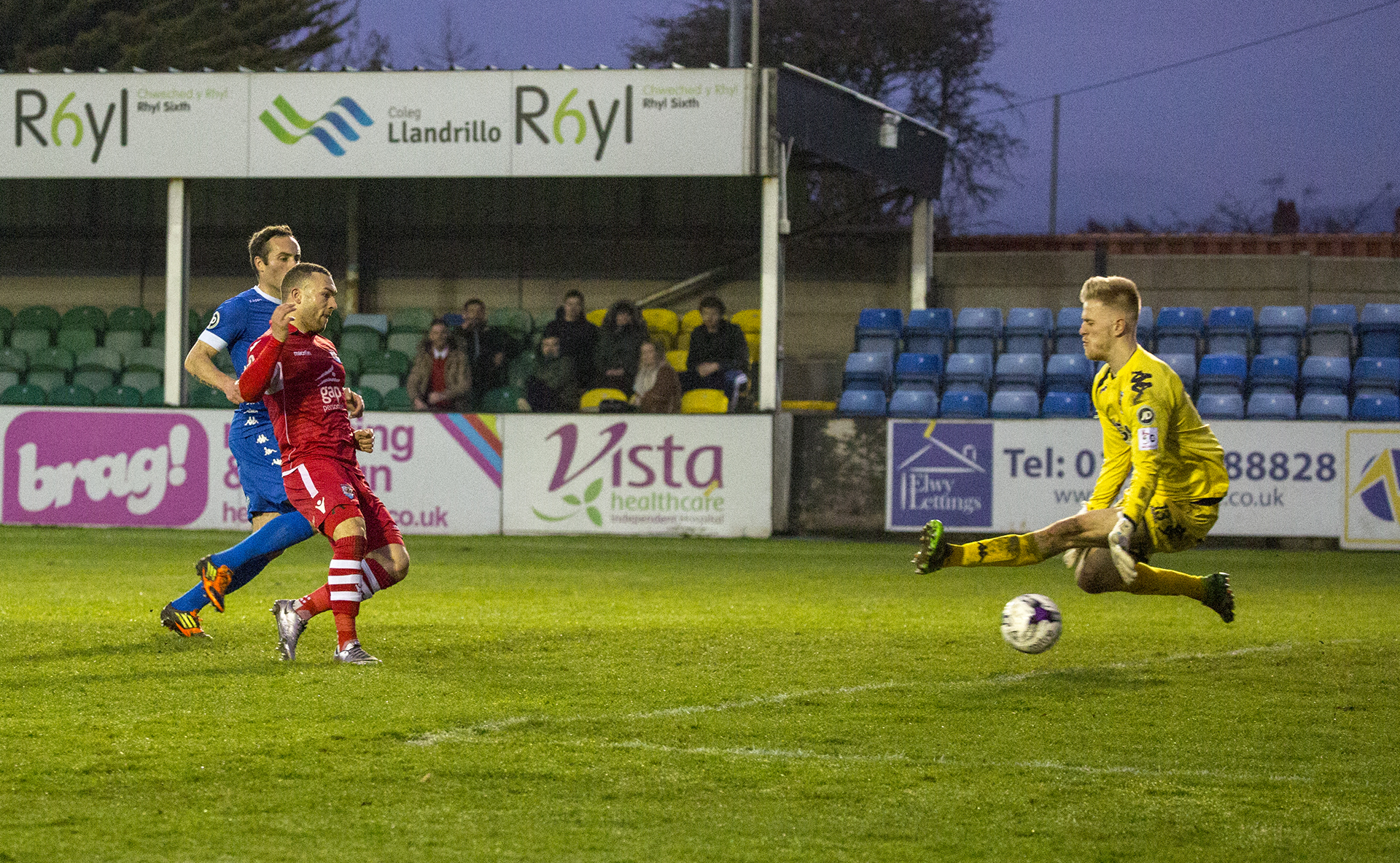 Ryan Wignall double The Nomads' lead - © NCM Media