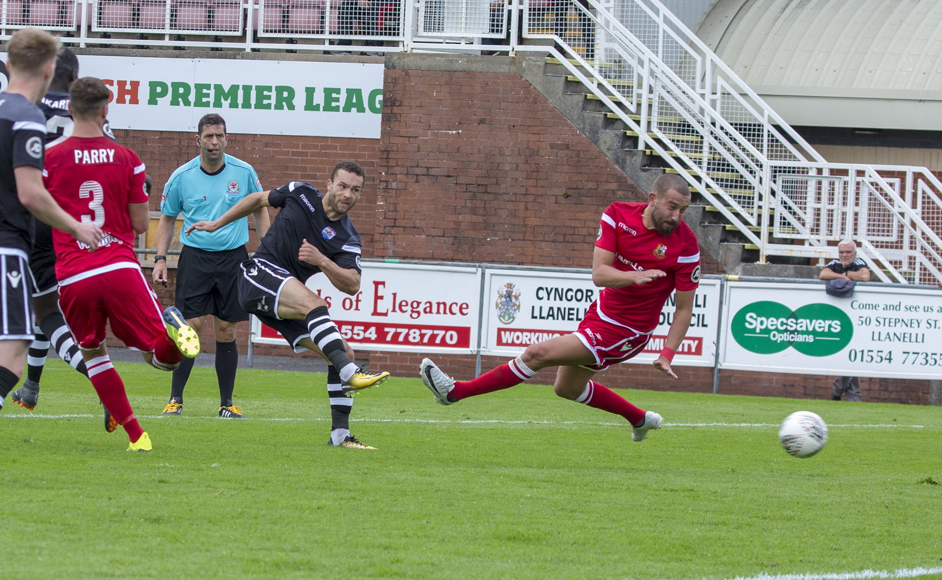 Ryan Wignall gives The Nomads a four goal advantage in the second half © NCM Media