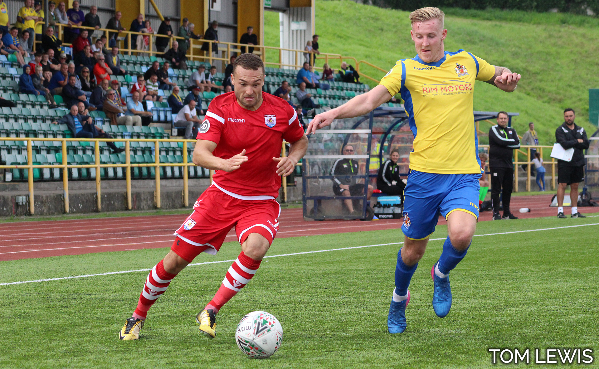 Ryan Wignall looks to evade the Barry defence - Photo courtesy of Tom Lewis