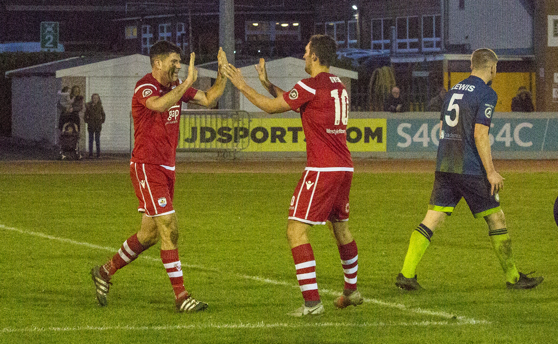 Christmas Number One for Nomads with Met victory