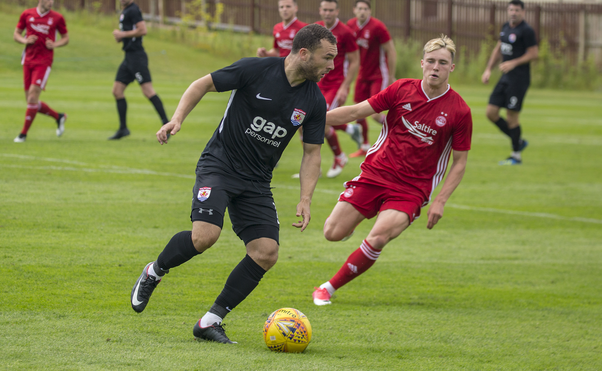 Ryan Wignall looks to get on the attack as he returns to The Nomads | © NCM Media