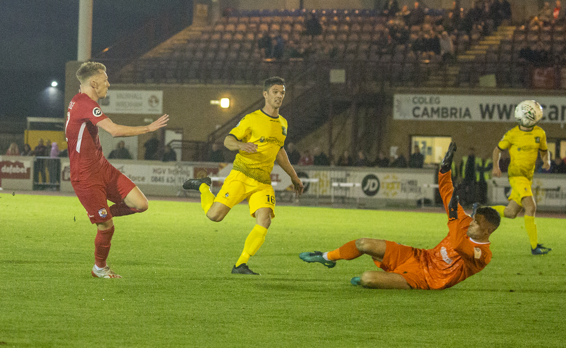 Declan Poole lifts the ball over the onrushing Connor Roberts | © NCM Media