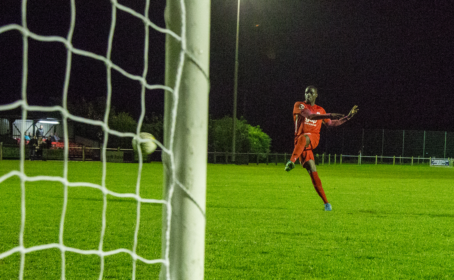 Michael Bakare converts the decisive penalty | © NCM Media