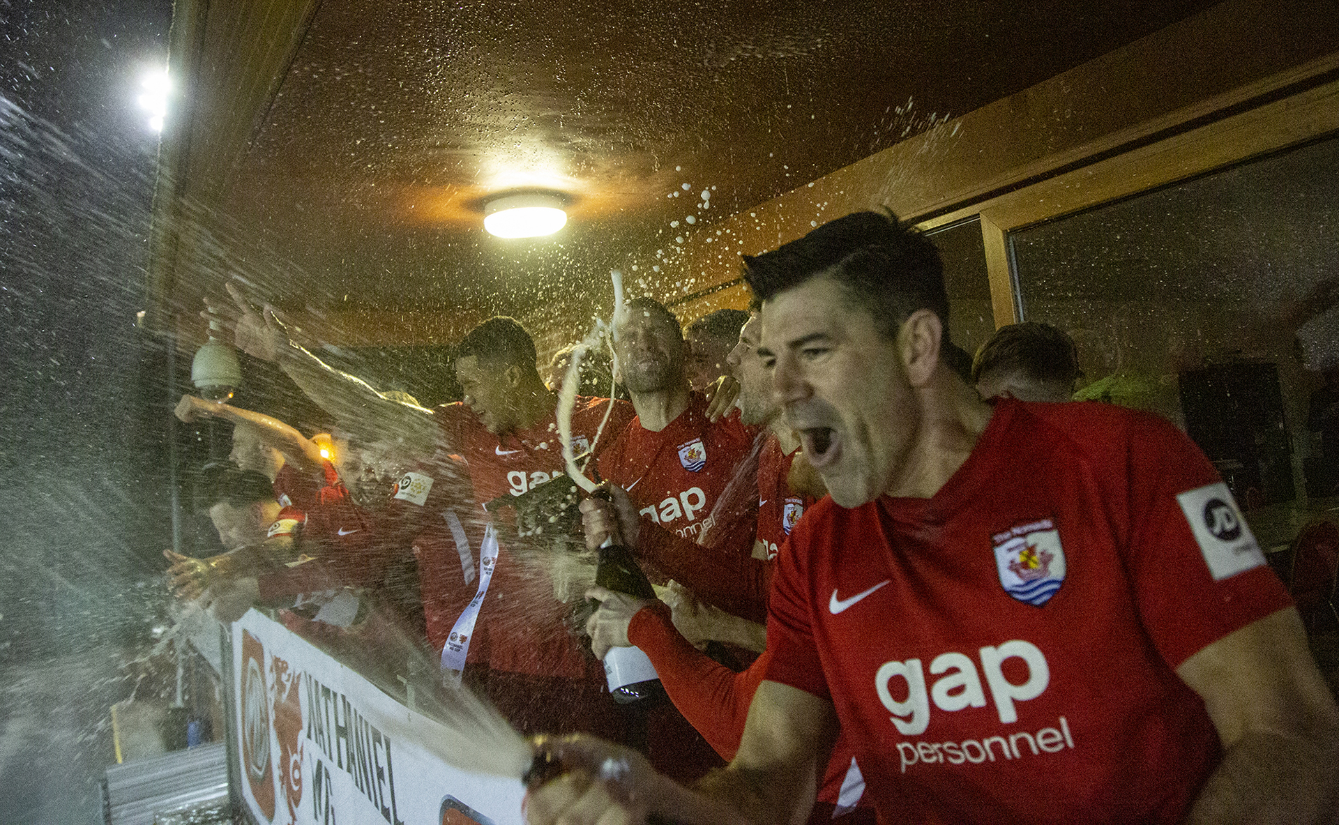 The Nomads celebrate lifting the trophy | © NCM Media